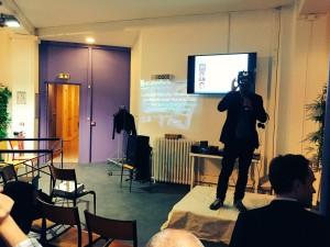 Antoine Cayrol présente en live l'utilisation d'un casque de réalité virtuelle